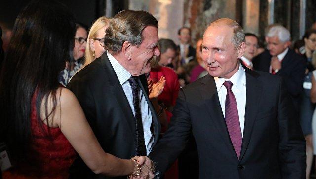 Putinin alman dostunu Krıma dəvət etdilər