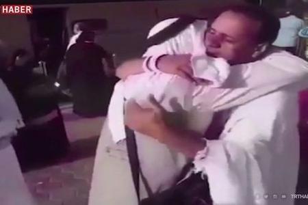 7 il sonra Məkkədə qarşılaşdılar: Duyğusal anlar - Video