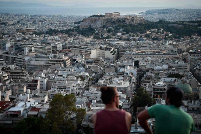 В Греции резко выросло количество туристов с COVID-19