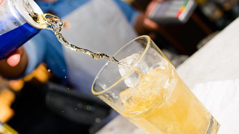 Этот популярный на вечеринках напиток приводит к дракам