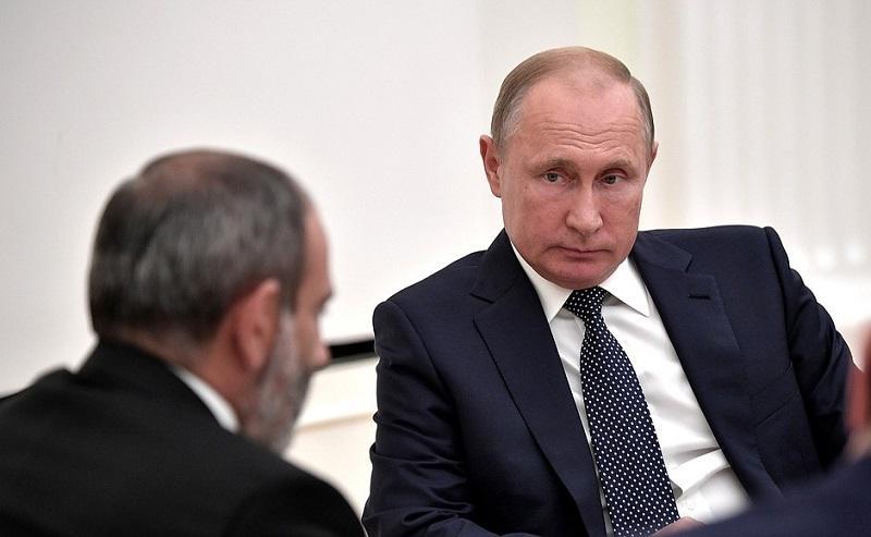 Путин обсудил с Пашиняном ситуацию на границе