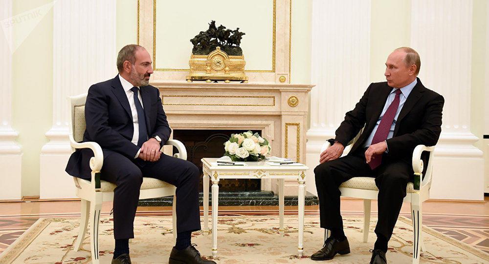 Putin Paşinyanı qapının ağzında belə gözlətdi – Video