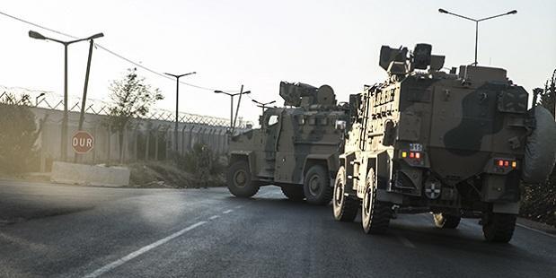 Türkiyənin zirehli texnikaları sərhədə göndərildi