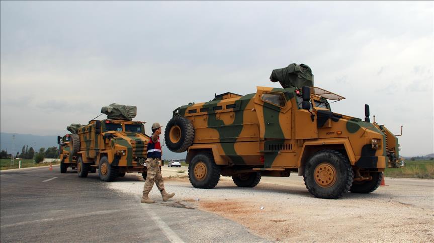 Турция перебрасывает бронетехнику к сирийской границе