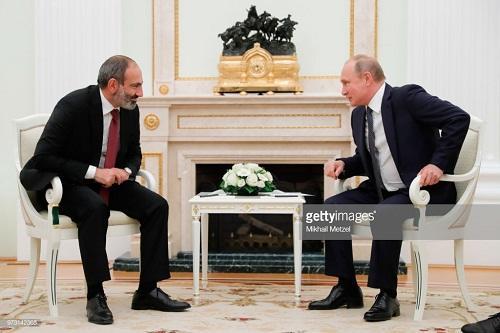 Putin Paşinyanla danışdı: