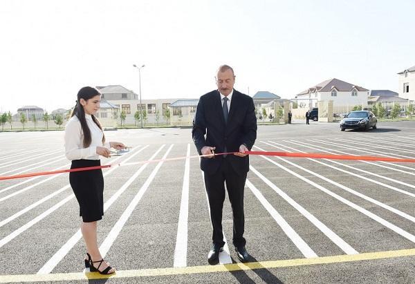 Prezident və xanımı yeni məktəbin açılışında
