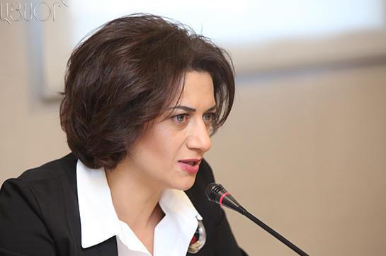 Жена Пашиняна переехала в здание правительства Армении