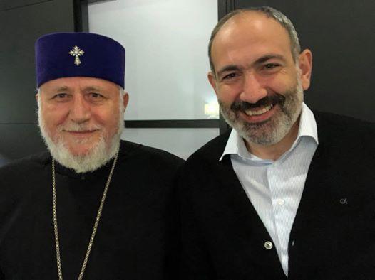 """Пашинян опубликовал """"историческое"""" селфи"""