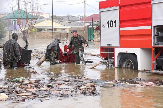 FHN su basmış ərazilərdən insanları təxliyə etdi