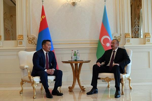 Ильхам Алиев встретился с президентом Монголии