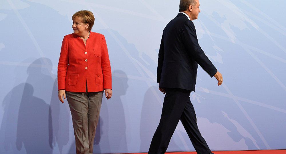 Merkel Ərdoğanın şərəfinə veriləcək ziyafətə qatılmır