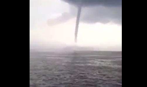Xəzərdə şok görüntülər: nəhəng tornado? - Video