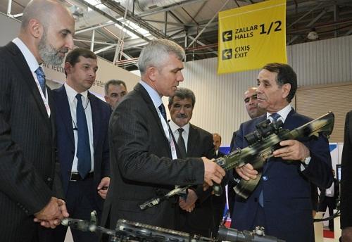 Baş nazir ən son silahlarla tanış oldu - Foto