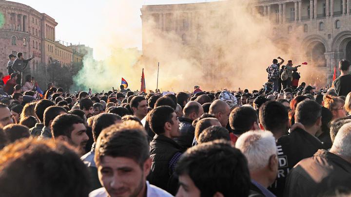 Армения снова «беременна» протестами