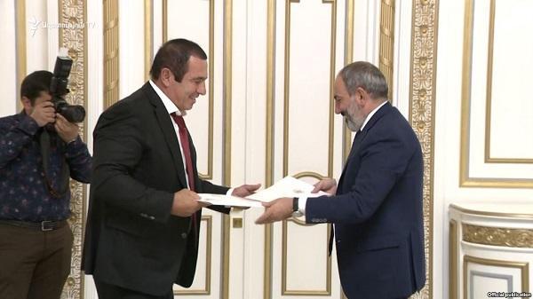 Пашинян вывел Царукяна из списка олигархов