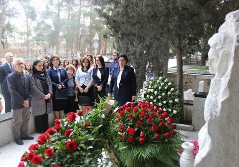 Aida İmanquliyevanın məzarı ziyarət edildi - Foto