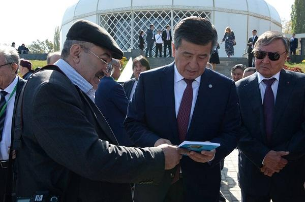 Bişkekdə tanınmış yazıçıya həsr olunmuş forum - Foto