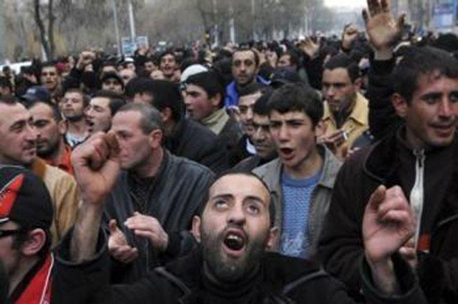 Андраник Теванян: власть в Армении захватили шизофреники