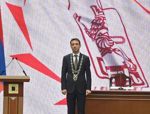 Айк передает власть в Ереване народу