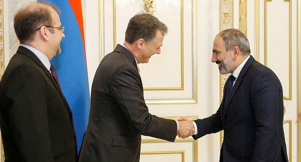 Пашинян встретился с зампомощника Госсекретаря США