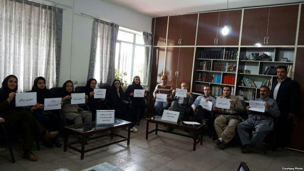 ایراندا آکسییا: معلملر درس دئمکدن ایمتینا ائتدی – فوتو