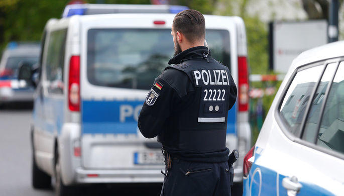 Мужчина напал с ножом на людей на вокзале в Германии