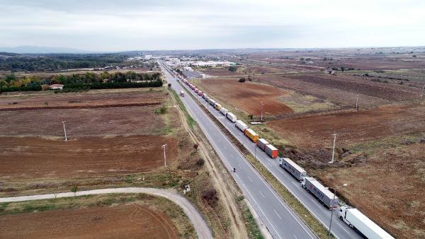 Türkiyə ilə sərhəddə TIR növbəsi 15 kilometrə qədər uzandı