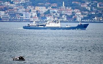 Rusiyanın hərbi gəmisi İstanbulda - Foto