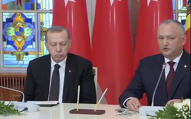 Ərdoğan mətbuat konfransında yatdı - Video
