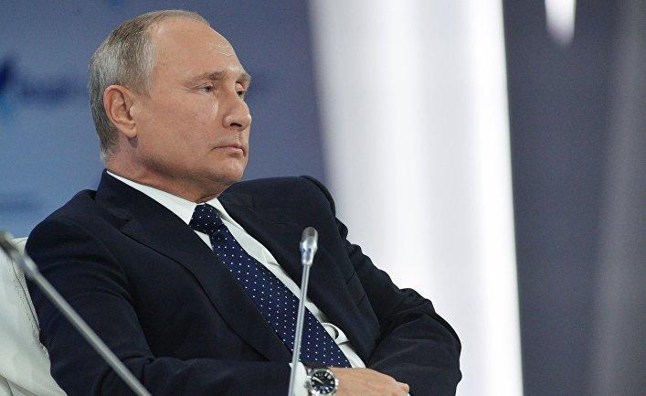 Putin qondarma rejimin liderini parada dəvət etdi - Video