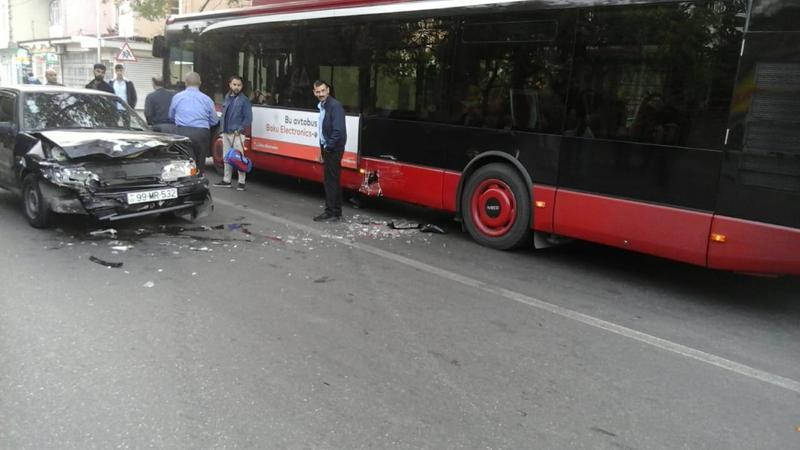 """""""Bakı Bus"""" qəzaya düşdü: Sərnişinlər boşaldıldı - Foto"""