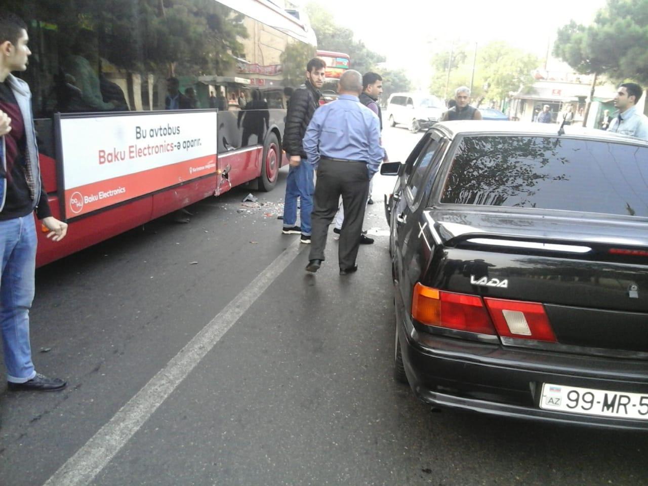 """""""Bakı Bus"""" avtobusu qəzaya uğradı - Video"""