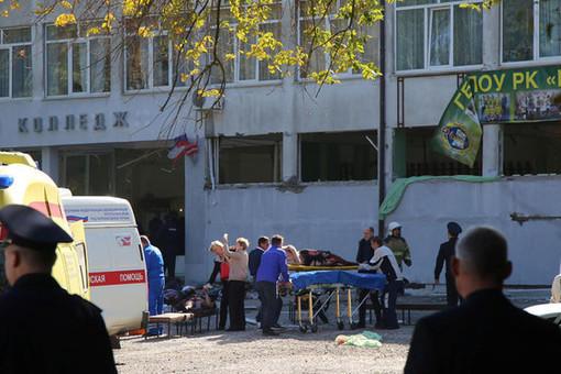 Кадры нападения на керченский колледж - Видео (+18)