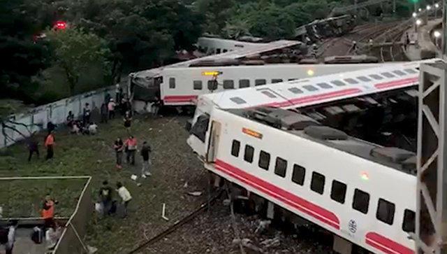 هیندیستاندا قطار رئلسدن چیخدی: یارالیلار وار