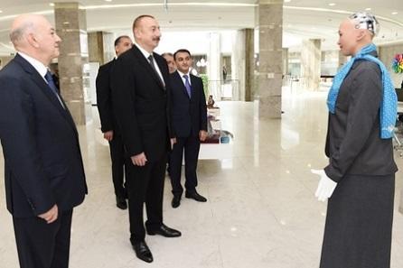 Məşhur robot İlham Əliyevə təqdim olundu - Foto