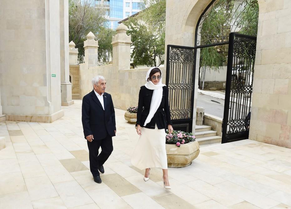 Mehriban Əliyeva İmam Hüseyn məscidinin açılışında - Foto
