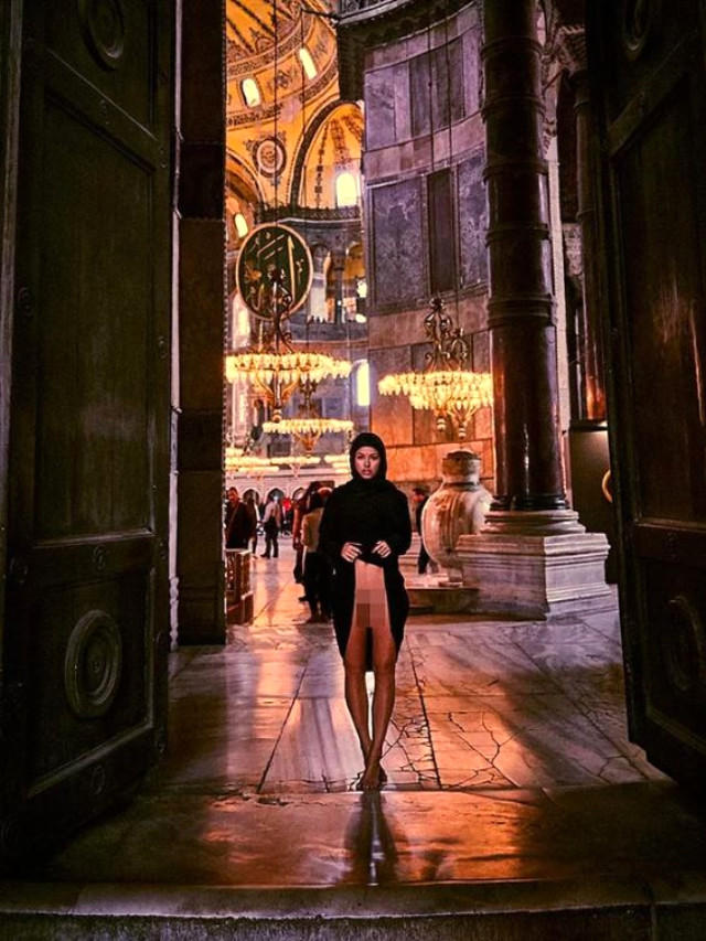 Marisa Papen sparks outrage at Turkey's Hagia Sophia -