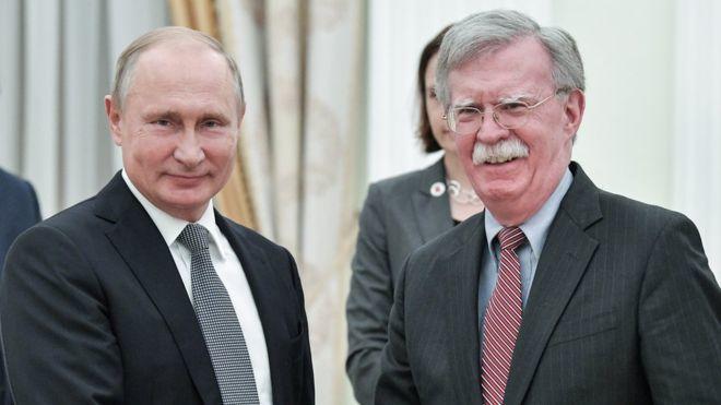 О чем Болтон говорил с Путиным