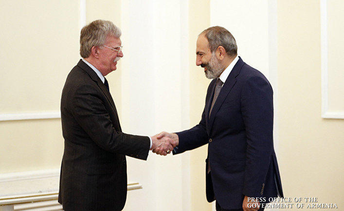 Пашинян провел переговоры с Болтоном