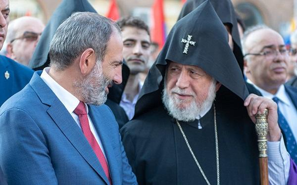 II Qaregin Roma Papasının hüzuruna gedir
