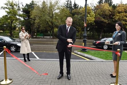 İlham Əliyev və xanımı yeni mərkəzin açılışında -