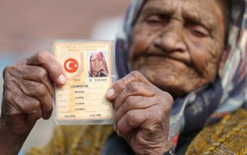 """3 sultan, 12 prezident """"görən"""" qadın - Foto"""