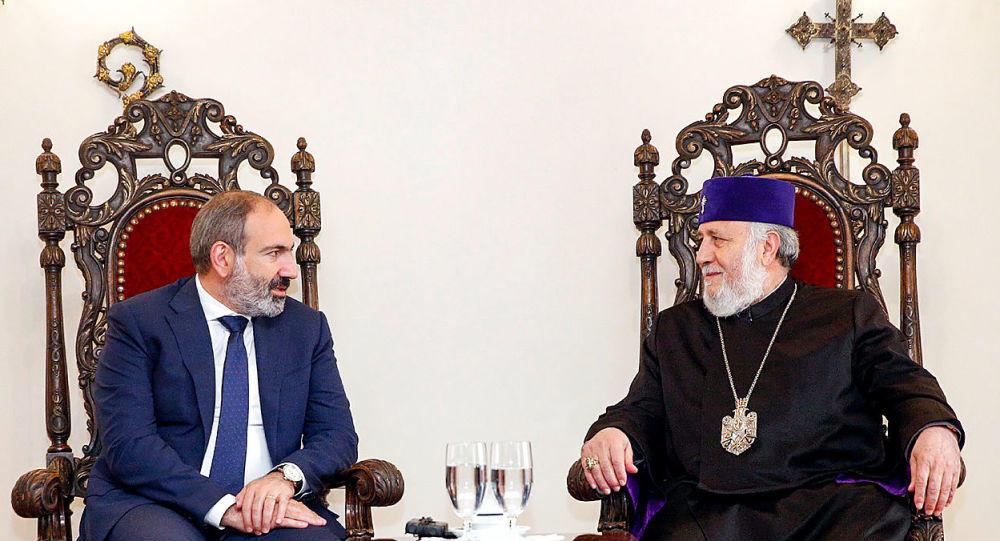 Никол пришел к Католикосу за благословением на выборы