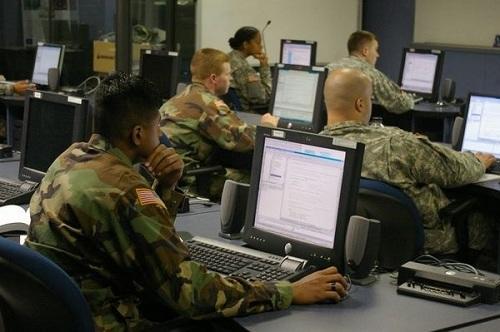 Facebook уличили в работе на спецслужбы США