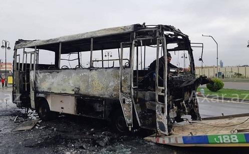 Bakıda avtobus yanıb kül oldu - Foto