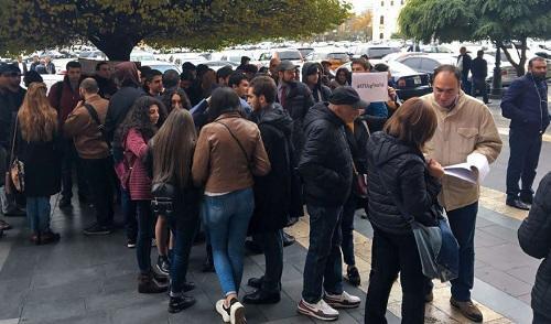 Акция протеста у здания правительства Армении