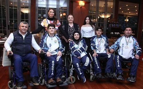 Deputat paralimpiyaçıları təbrik etdi - Foto
