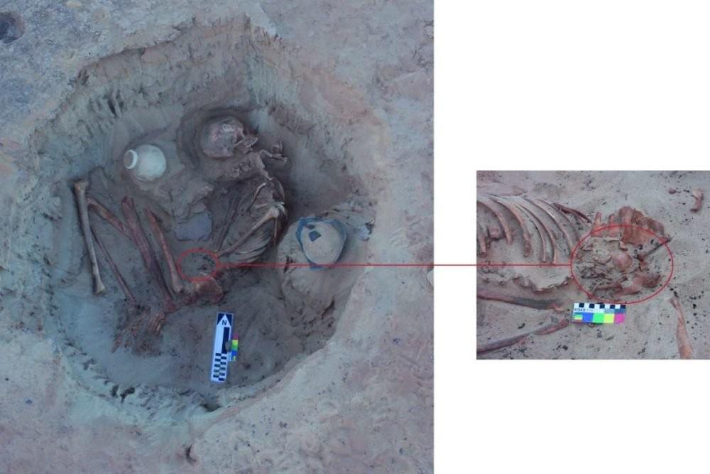 3700 il əvvəl ölən ana və körpəsinin məzarı tapıldı