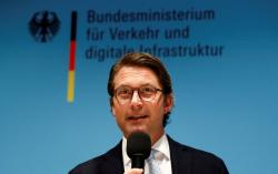 German transport minister wants to welcome Uber, others by 2021