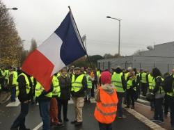 Protesters target pinch points in French road system